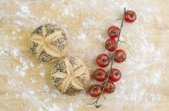 Tomates de Mini Breads And Fresh Cherry Fotos de archivo libres de regalías