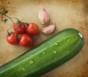 Tomates del calabacín, del ajo y de cereza Fotos de archivo libres de regalías