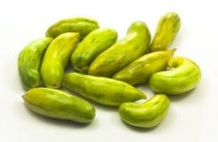 Tomates deliciosos verdes sobre o branco Imagens de Stock