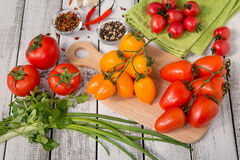 Tomates deliciosos vermelhos e amarelos Foto de Stock Royalty Free