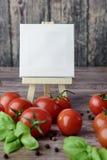 Tomates dispersados en la tabla de madera Fotos de archivo libres de regalías
