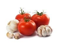 Tomates e alho maduros frescos Imagem de Stock