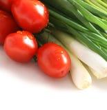 Tomates e cebolas verdes Fotografia de Stock Royalty Free
