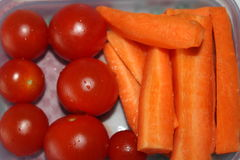 Tomates e cenouras saudáveis do café da manhã Imagem de Stock Royalty Free
