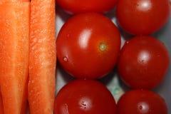 Tomates e cenouras saudáveis do café da manhã Foto de Stock