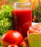 Tomates e Juice Represents Refreshment Refreshments And sedentos imagens de stock