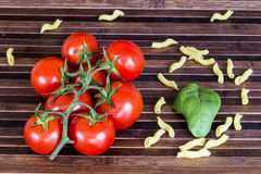 Tomates e massa Fotos de Stock Royalty Free