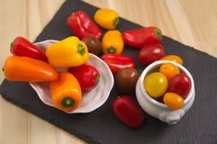 Tomates e pimentas de cereja foto de stock royalty free