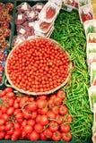 Tomates e pimentas de sino verdes Imagem de Stock