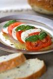 Tomates e queijo de casa de campo Imagens de Stock Royalty Free