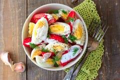 Tomates e salada dos ovos Fotografia de Stock Royalty Free