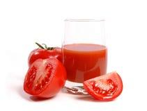 Tomates e suco de tomate suculentos Fotografia de Stock