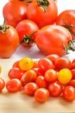 Tomates e tomates de cereja Fotos de Stock