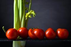 Tomates e varas de aipo Fotos de Stock