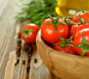 Tomates em uma bacia Fotografia de Stock Royalty Free