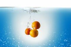 Tomates en agua Imagenes de archivo