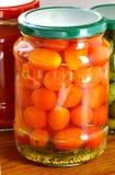 Tomates en boîte sur la table Photographie stock libre de droits