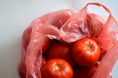 Tomates en bolso Fotografía de archivo