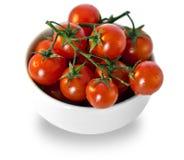 Tomates en la taza blanca Fotos de archivo