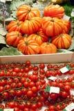 Tomates en mercado Foto de archivo libre de regalías