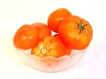 Tomates en un tazón de fuente Fotografía de archivo libre de regalías