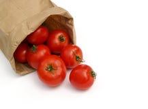 Tomates en una bolsa de papel Imágenes de archivo libres de regalías