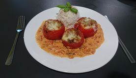 Tomates enchidos com arroz Fotos de Stock