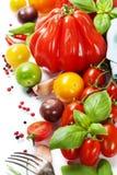 Tomates et herbes fraîches - concept sain de consommation photos libres de droits