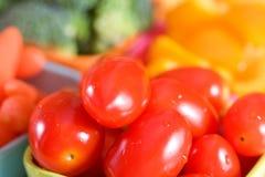 Tomates et légumes frais Image stock