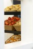 Tomates et petits pains de pain Photo stock