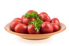Tomates fraîches de plaque D'isolement sur le fond blanc Photos stock