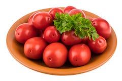 Tomates fraîches de plaque D'isolement sur le fond blanc Photo stock