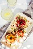 Tomates fraîches mûres bourrées avec de la céréale Photos libres de droits