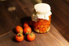 Tomates, fresco y conservado en vinagre Fotografía de archivo