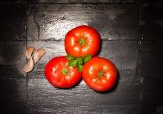 Tomates frescos. Comidas sanas y orgánicas Imagenes de archivo