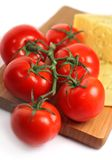 Tomates frescos con queso Foto de archivo libre de regalías
