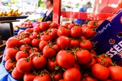 Tomates frescos em um bazar do distrito - Turquia Fotos de Stock