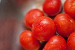 Tomates frescos en cocina Fotografía de archivo libre de regalías