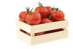 Tomates frescos en una caja de madera Imagen de archivo