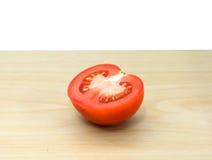 Tomates frescos na placa de madeira Fotografia de Stock