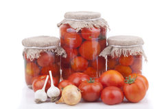 Tomates frescos y conservados. Fotos de archivo libres de regalías