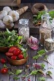 Tomates, hojas de la ensalada, habas y arroz Foto de archivo