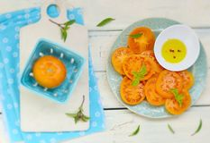 Tomates jaunes mûres et juteuses Photos libres de droits