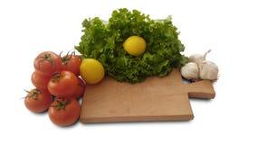 Tomates, limón, lechuga y ajo aislados Imágenes de archivo libres de regalías