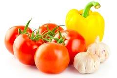 Tomates mûres fraîches, poivre jaune et ail Photos stock