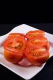 Tomates na placa Imagens de Stock