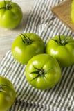 Tomates orgânicos verdes crus Imagem de Stock Royalty Free