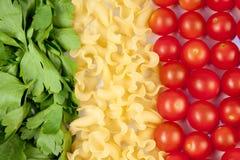 Tomates, pastas e hierba Imágenes de archivo libres de regalías