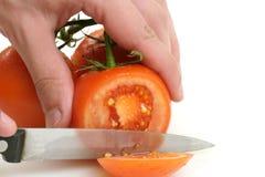Tomates que estão sendo cortados Imagem de Stock Royalty Free