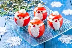 Tomates rellenos en la forma de Santa Claus para la Navidad Fotografía de archivo libre de regalías